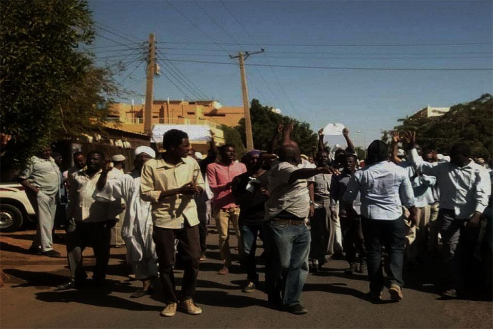 المعارضة تحشد لجولة جديدة ومظاهرات واطلاق نار بعدد من احياء الخرطوم