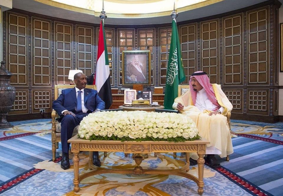 كيف تخطط دول الجوار الإقليمي للتأثير على مسار الثورة السودانية؟