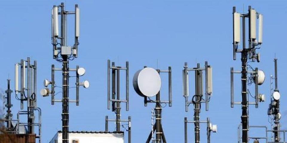 انقطاع الاتصالات لايام يعطل المعاملات الرسمية في بلدة بدارفور