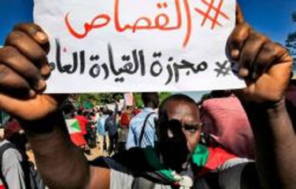"""السودان: أسر شهداء """"مجزرة القيادة"""" يحتجون ويستعجلون القصاص"""