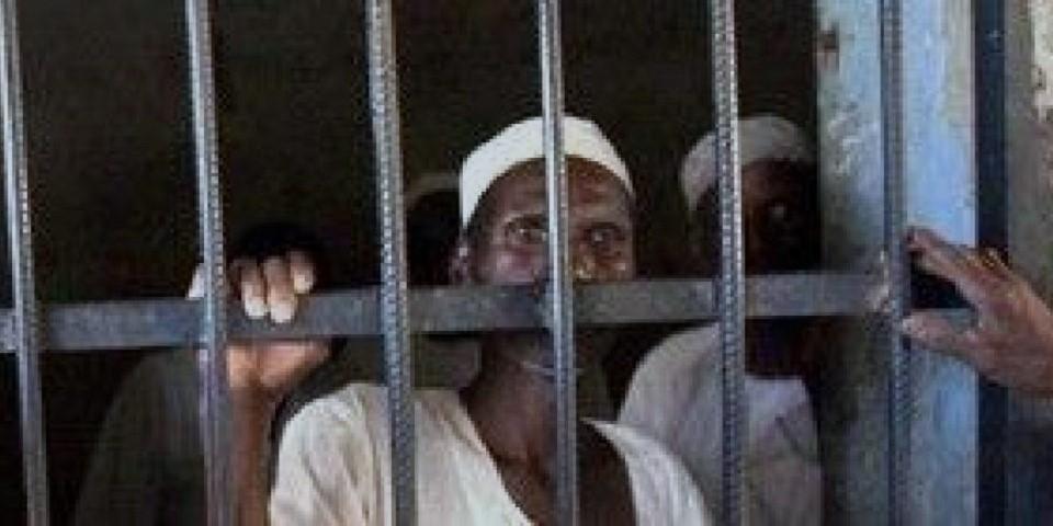 """استمرار إضراب نزلاء سجن """"نيالا"""" عن الطعام وإجراءات حكومية لتسريحهم"""