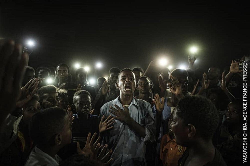 ثائر سوداني فازت صوره له بجائزة عالمية: يجب محاسبة من أجرم في حق الشعب