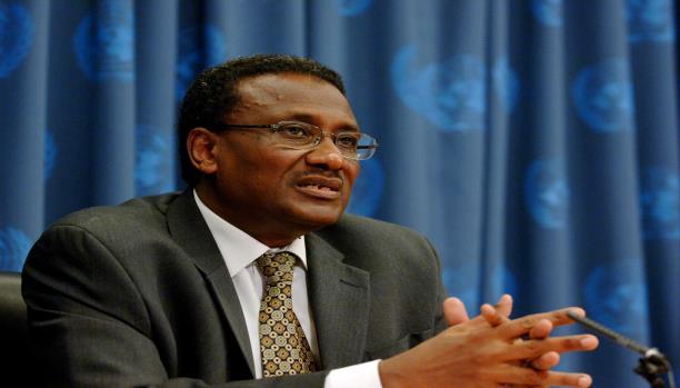 سفير السودان بواشنطن لـ(عاين): متفائل برفع السودان من قائمة الإرهاب
