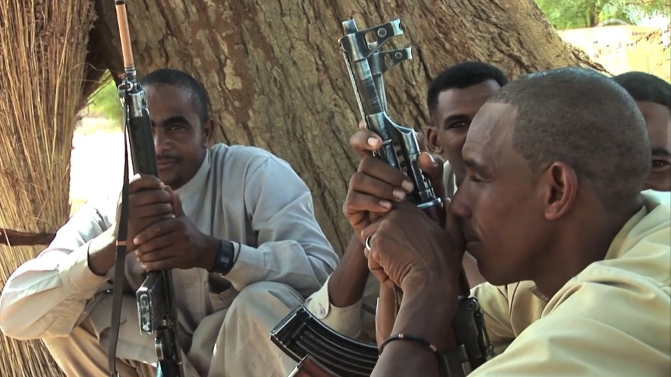 """القتال الاهلي بدارفور.. أذرع """"البشير"""" تعبث بسلمية الثورة السودانية"""