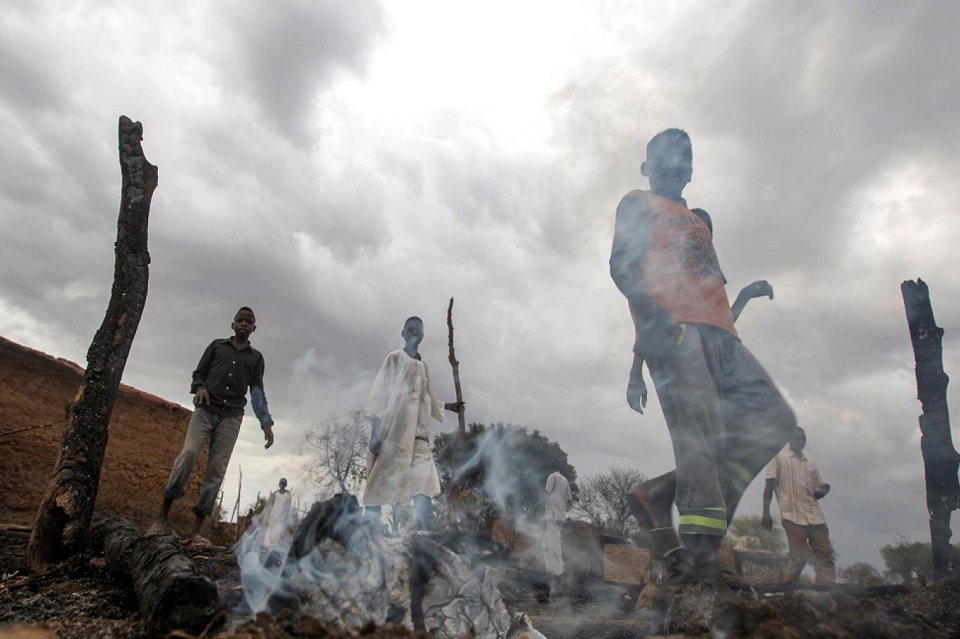 حرائق موسمية بدارفور تحول مساكن المواطنين إلى رماد