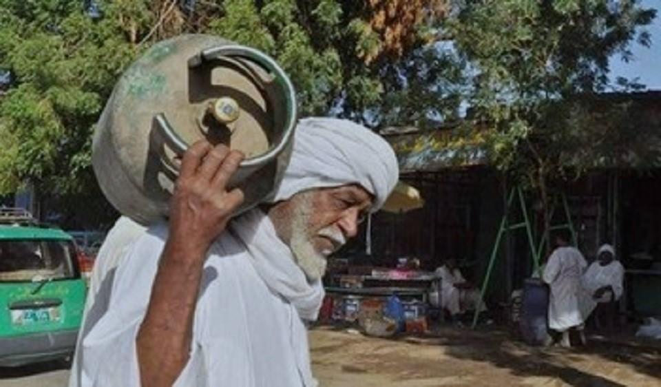 السودان: محكمة طوارئ تدين أعضاء في النظام البائد يتاجرون في الغاز والوقود