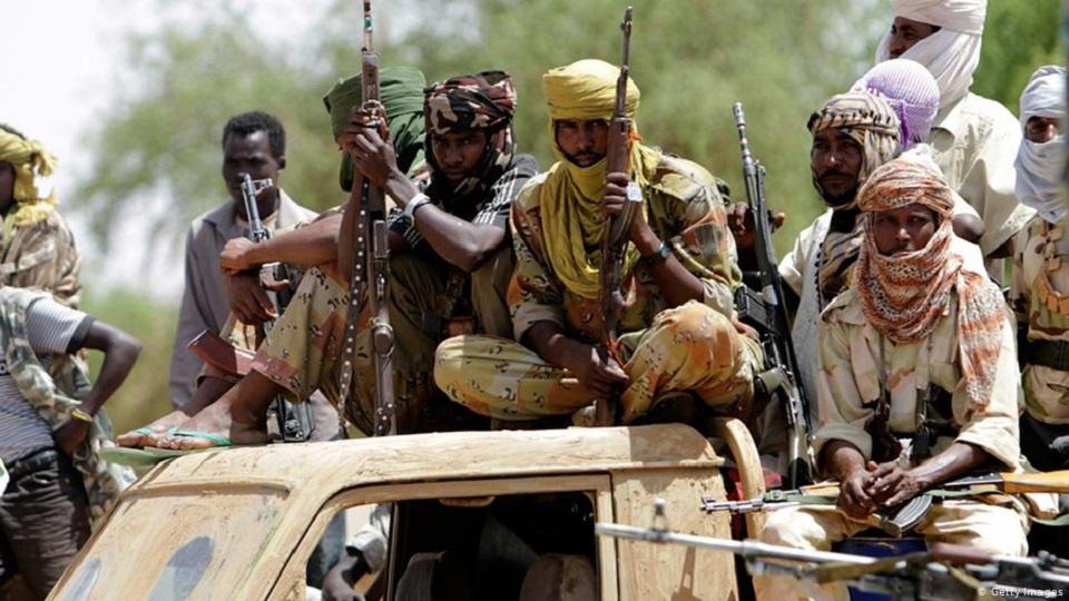 مسلحون يهددون باقتحام مخيم للنازحين بدارفور