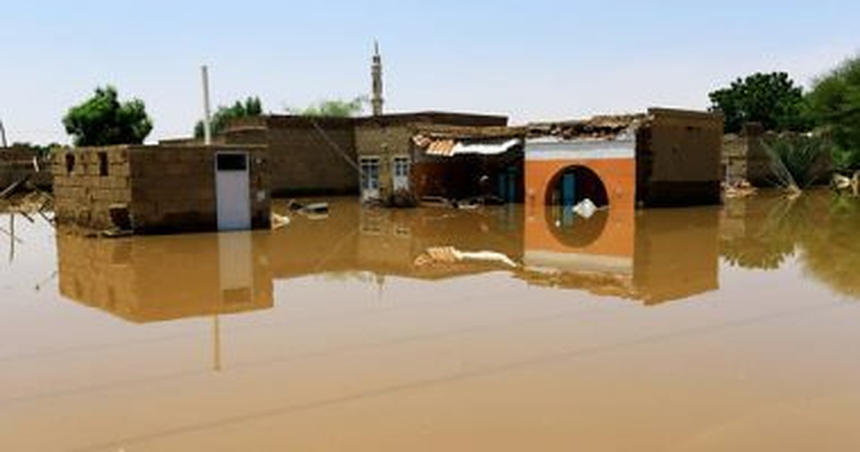 الأمطار تهدد حياة آلاف السودانيين ومياه الوديان تحاصر ألفين معدن في الصحراء