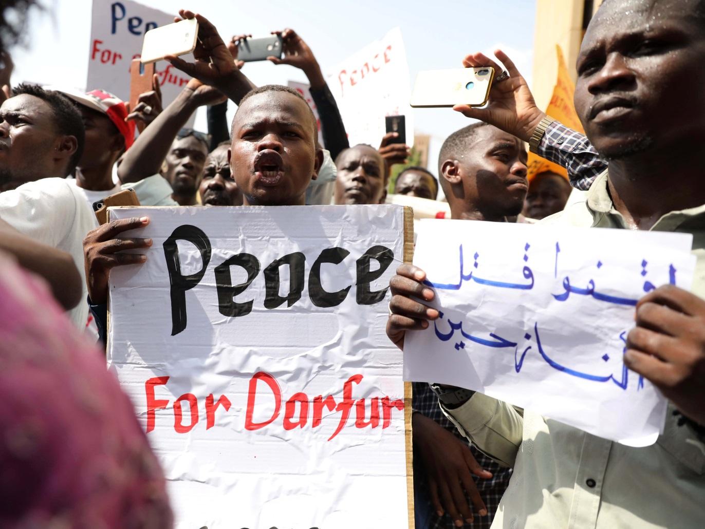 مسيرات بمخيمات نازحي دارفور رافضة لاتفاق سلام السودان ومؤيد لموقف عبدالواحد