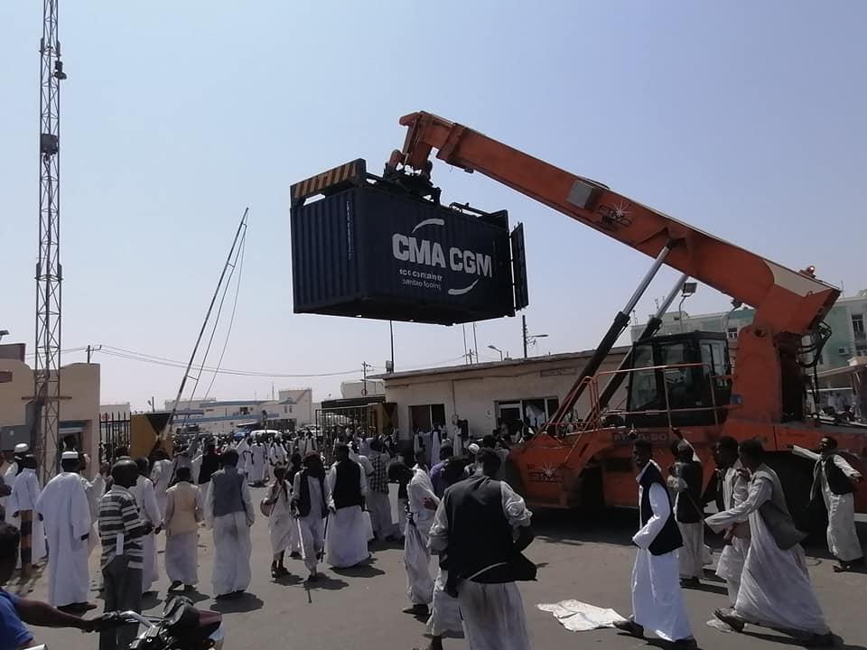 إستمرار الإحتجاجات الرفضة لمسار شرق السودان وإغلاق بوابات مينائي بورتسودان وسواكن