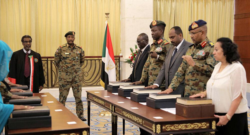 حكم المدنيون والعسكريون في السودان.. الإرتباك يتسيد المشهد