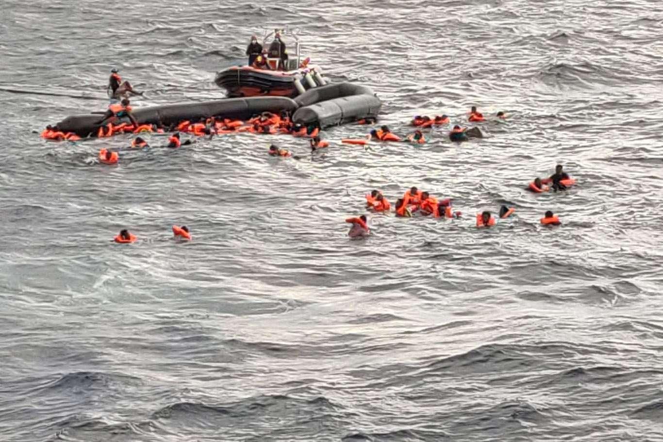 غرق-قارب-يقل-مهاجرين-في-البحر-المتوسط1605180965