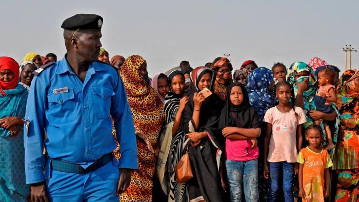 """الشرطة السودانية …إصلاحات تصطدم بـ """"بيادق"""" العسكريين"""
