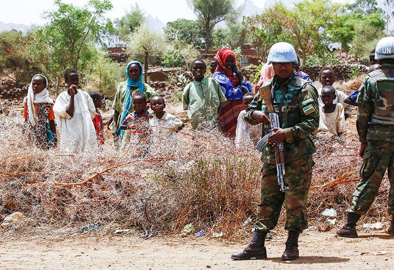 من يوفر العودة الآمنة لنازحي دارفور إلى قراهم؟