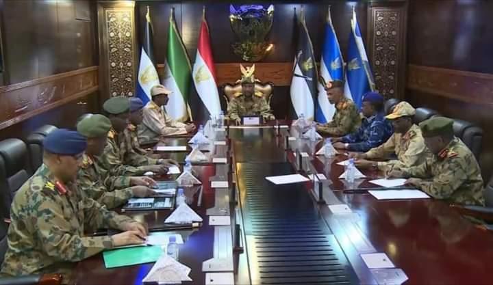 العسكريون في السودان.. خرق الدستور وخنق الإنتقال؟